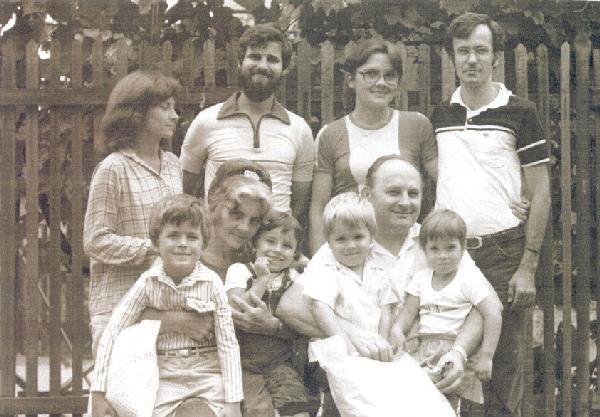 Gyuszi és családja-kicsi