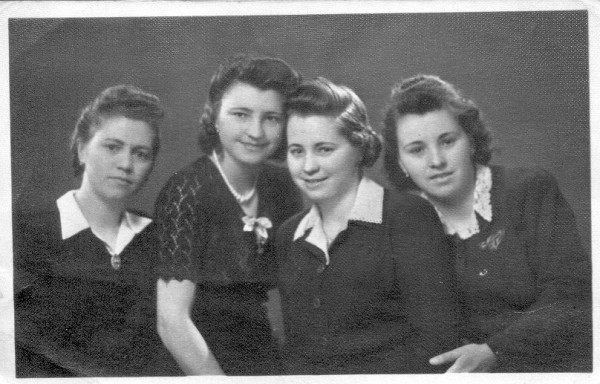 Négyen a tizenháromból: Julianna, Rózsika, Margit, Kató