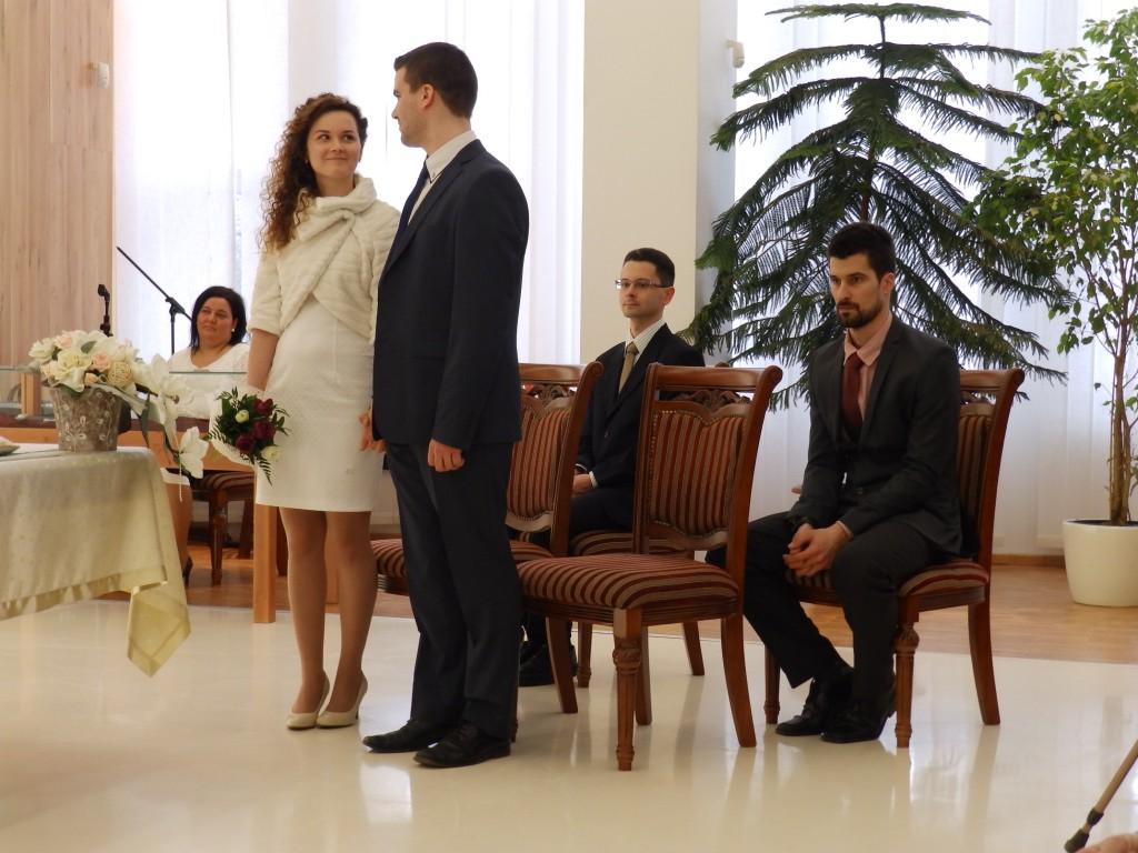Ablonczy Áron református ifjú jegyezte jövendőbeli társául Berecz Edina református hajadont. Az esküvő 2016. 05. 07-dikén volt Rózsatéren